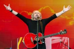 Barry Gibb Glastonbury 2017